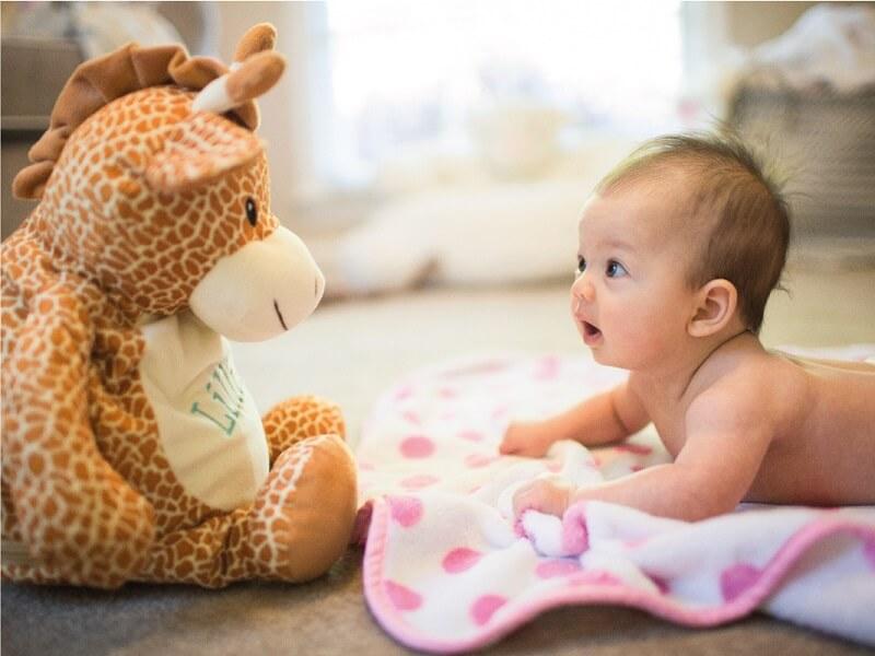 Tummy Time Bebek Aktivitesi Oyuncak İle İlgi Çekmek
